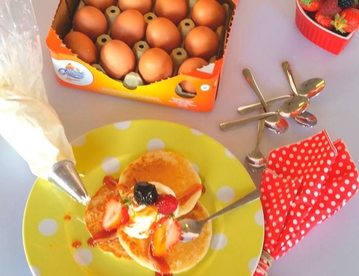 Tortitas-con-nata-y-carameloblog-700x538