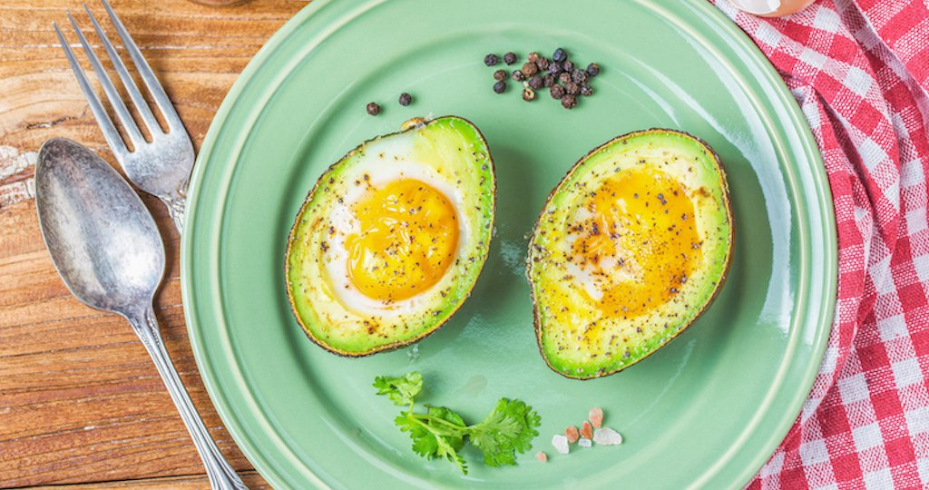 homemade-organic-egg-baked-in-avocado-with-salt-and-pepper-2