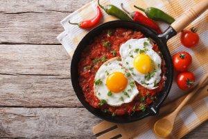 receta pisto y huevo a la plancha